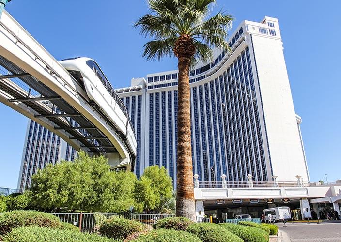 las-vegas-carousel-700x500-hotel-08